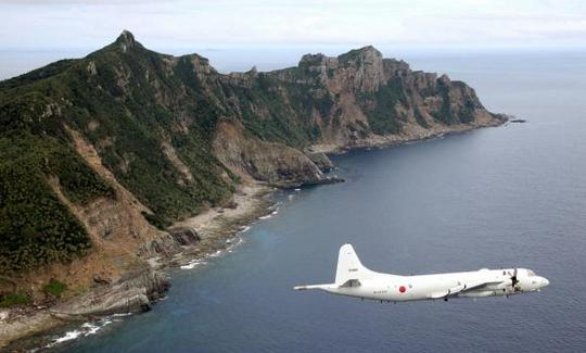 Japan Maritime Self-Defense Forces PC3 surveillance plane flies around the disputed islands in the East China Sea, known as the Senkaku isles in Japan and Diaoyu in China, in this October 13, 2011 file photo. REUTERS/Kyodo/Files