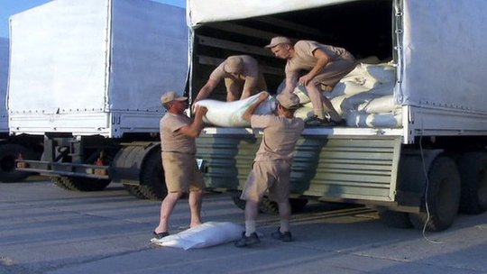 Russian aid loaded onto lorries - TV grab (12 August 2014)
