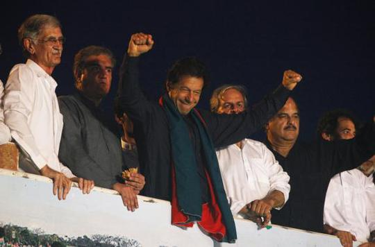 Former international cricketer Imran Khan, chairman of the Pakistan Tehreek-e-Insaf (PTI) political party, gestures to his supporters during a Freedom March to the parliament house in Islamabad August 19, 2014. REUTERS-Akhtar Soomro