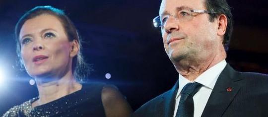 ARCHIVES. Valérie Trierweiler et François Hollande à lElysée le 18 décembre 2013.