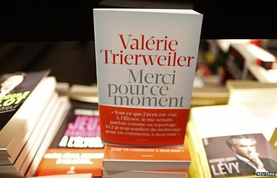 Trierweiler book on display in Paris (4 Sept)