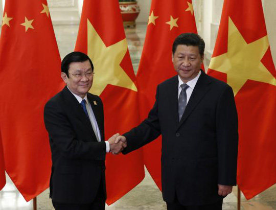 Vietnams President Truong Tan Sang shakes hands with Chinas President Xi Jinping (R) during a meeting at the Great Hall of the People, on the sidelines of the Asia Pacific Economic Cooperation (APEC) meetings, in Beijing, November 10, 2014. REUTERS/Kim Kyung-Hoon