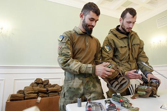 Tình nguyện viên y tế tại Kiev Ảnh: REUTERS