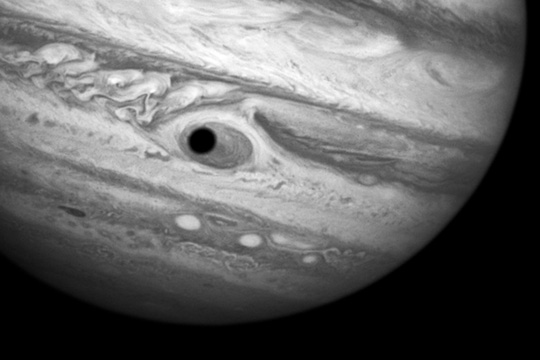 """""""Con mắt khổng lồ"""" xuất hiện trên sao Mộc"""