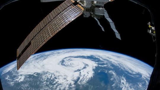 tim của phi hành gia làm việc trong thời gian dài trên vũ trụ có xu hướng biến dạng thành hình cầu.