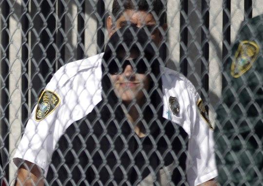 Đình chỉ công tác 3 cảnh sát vì hộ tống trái phép Justin Bieber
