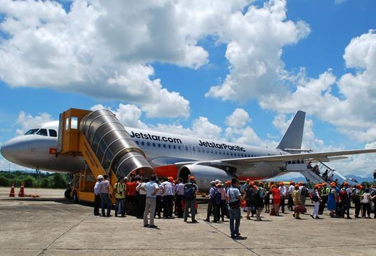 Hành khách trong chuyến bay đầu tiên chặng TP HCM - Bangkok của Jetstar Pacific