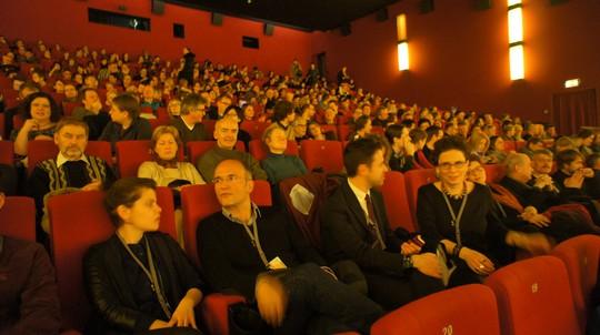 Khán giả kín rạp xem phim Nước-2030