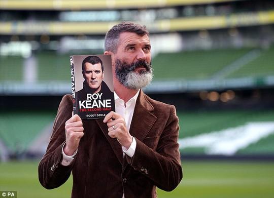 Roy Keane trông dữ dằn với bộ râu dài nửa trắng nửa đen