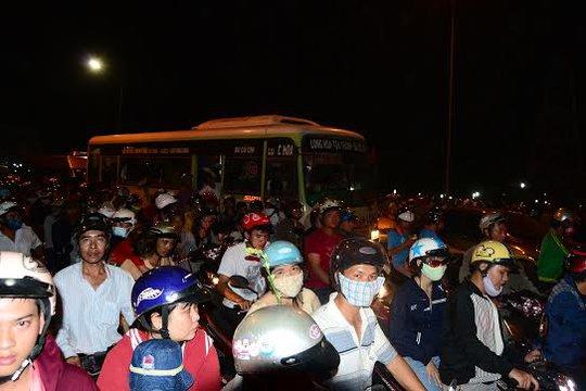 Kẹt xe nghiêm trọng sau lễ khai mạc hội Xuân núi Bà