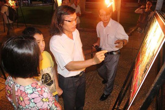 Triển lãm ảnh Công nhân và Công đoàn Khánh Hòa thu hút được du khách và người dân