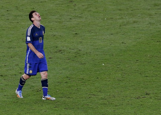Nỗi thất vọng của Messi sau trận