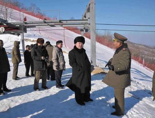 Ông Kim Jong-un thăm khu trượt tuyết Masik Pass gần Wonsan hôm 31-12-2013. Ảnh: KCNA