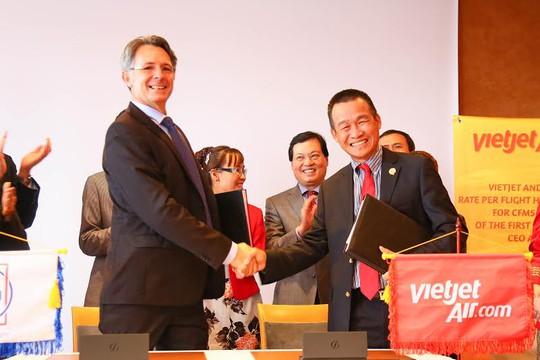 Vietjet Air ký hợp đồng bảo dưỡng động cơ 300 triệu USD