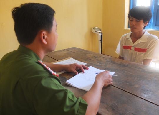 Cơ quan Điều tra Công an huyện Cao Lãnh đang lấy lời khai đối tượng Trần Văn Phước Lộc