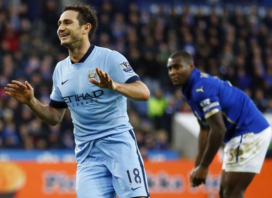 Lampard giúp Man City bám đuổi Chelsea trong cuộc đua đến ngôi vô địch