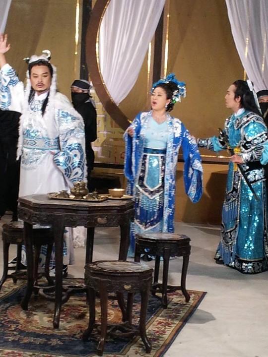 NSƯT Hữu Quốc, Lam Tuyền và NSƯT Vũ Linh trong vở Tần Chiêu Đế đại chiến Ngũ Bồ