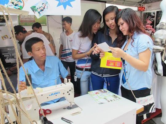 Lao động trẻ tìm việc tại Ngày hội Hướng nghiệp, Dạy nghề do TP tổ chức