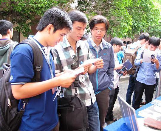 Lao động trẻ tại TP HCM tìm việc làm tại sàn giao dịch