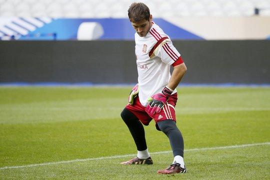 Thủ môn Casillas vẫn được bắt chính vào rạng sáng 5-9