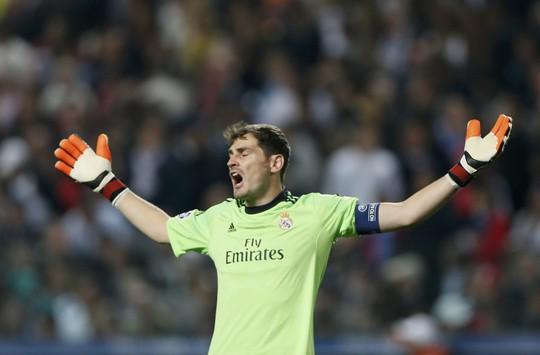 Thủ môn Casillas thất vọng sau sai lầm chết người