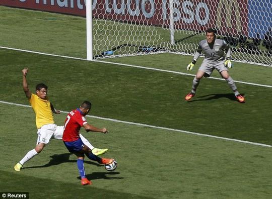 Bàn thắng của Sanchez vào lưới Brazil