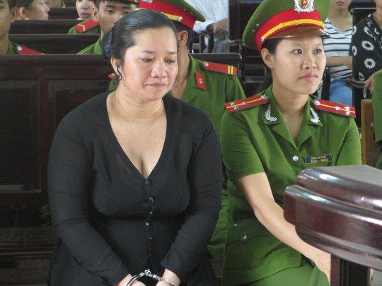 Bị cáo Lê Thị Hường tại phiên tòa, sáng 22-8