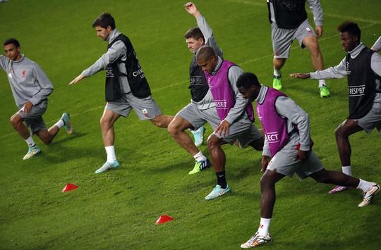 Các cầu thủ Liverpool tập luyện trước trận tái đấu Real Madrid