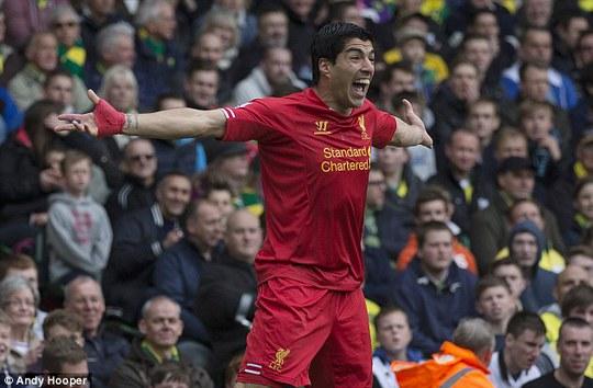 Chứng kiến Balotelli thi đấu, CĐV Liverpool càng nhớ đến Suarez