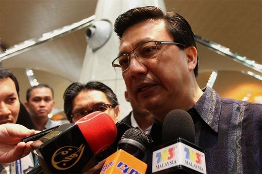 Bộ trưởng Giao thông Vận tải Datuk Seri Liow Tiong Lai trả lời họp báo. Ảnh: Malay Mail Online