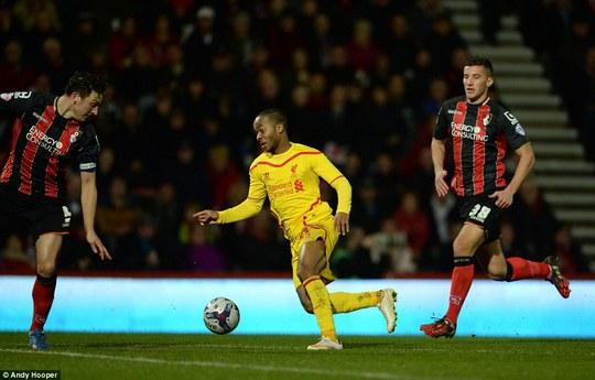 Pha phối hợp tuyệt đẹp của Liverpool được kết thúc bởi Sterling