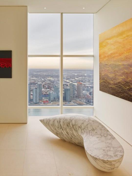 Tọa lạc trên tầng 90 câu chuyện trên tòa tháp Manhattan, căn hộ penthouse này có tầm nhìn ra toàn thành phố và xa hơn thế nữa.