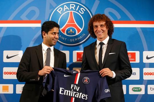 Chủ tịch PSG và Luiz trong buổi ra mắt