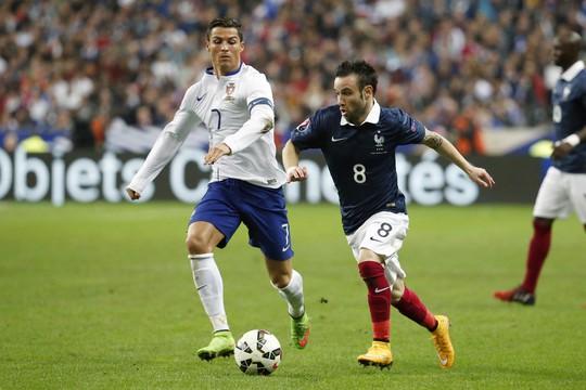 Ronaldo trong trận giao hữu với đội tuyển Pháp