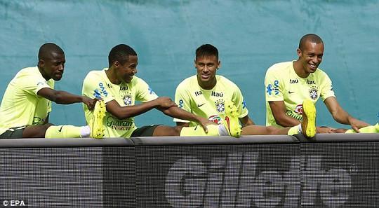 Các tuyển thủ Brazil tập luyện tại Mỹ trước trận gặp Colombia