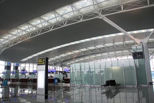 Nhà ga T2 Sân bay quốc tế Nội Bài đón những hành khách đầu tiên vào sáng 25-10