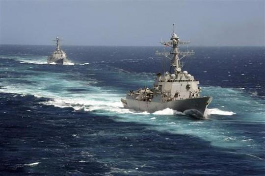2 tàu khu trục của Mỹ đang tham gia tìm kiếm. Ảnh; Reuters