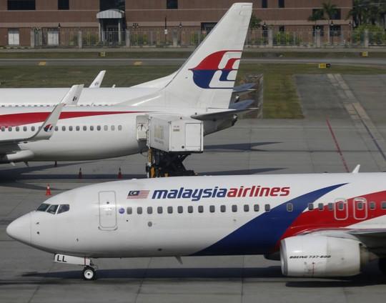 MH370 mất tích không bao lâu lại đến MH17 gặp nạn. Ảnh: Reuters