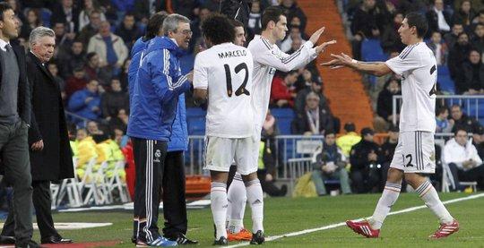 Hành động của Di Maria diễn ra ngay sau khi anh nhường chỗ cho Bale