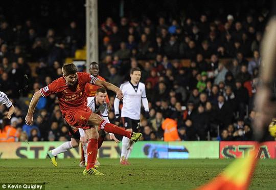 Gerrard ghi bàn từ chấm 11 m, ấn định chiến thắng 3-2 cho Liverpool