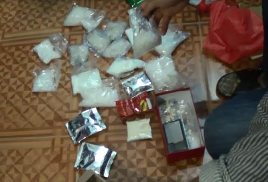 Ma túy tổng hợp và ma túy đá trong đường dây mua bán trái phép chất ma túy bị Phòng PC47 Công an TP HCM bắt giữ.