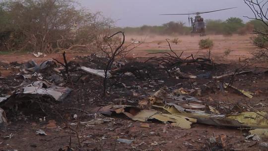 Hiện trường vụ rơi máy bay AH5017. Ảnh: Reuters