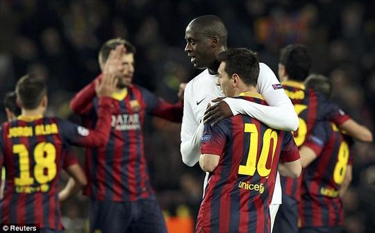 Toure gặp lại đồng đội cũa ở Barca - Messi