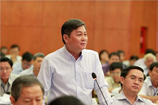 Giám đốc Sở Tài nguyên Môi trường TP HCM Đào Anh Kiệt trả lời chất vấn của đại biểu. Ảnh: Hoàng Triều