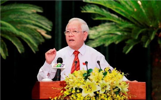 Chủ tịch UBND TP HCM Lê Hoàng Quân trả lời chất vấn các đại biểu. Ảnh: Hoàng Triều