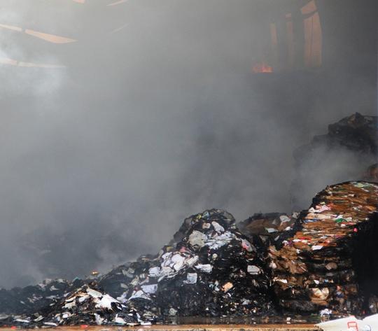 Đến khoảng 7 giờ sáng 13-3, ngọn lửađãđược khống chế tại công ty chế biến gỗ. Ước tính thiệt hại khoảng 12 tỉđồng