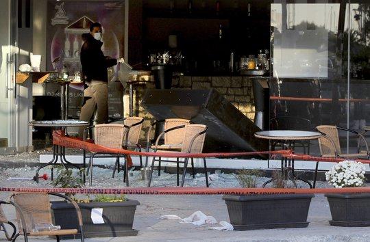 Cảnh sát tiến hành khám nghiệm hiện trường vụ xả súng