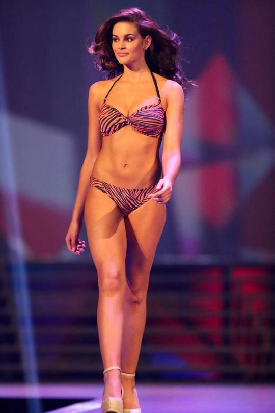 Rolene quyến rũ trong phần thi áo tắm. Cô cũng đạt thành tích cao ở các vòng thi tranh giải phụ.