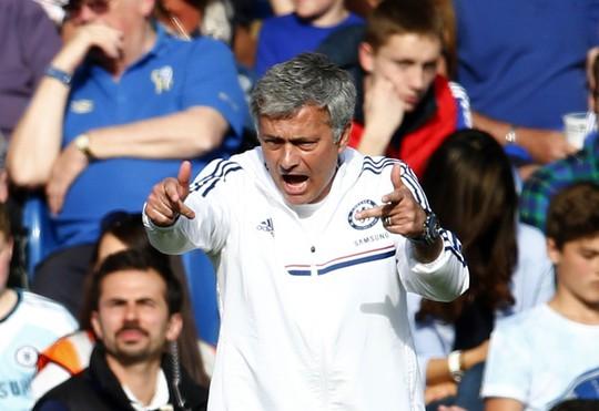 HLV Mourinho luôn có những hành vi gây chú ý dư luận