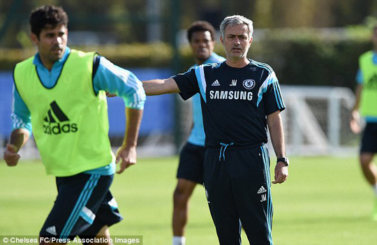 Tiền đạo Costa và HLV Mourinho